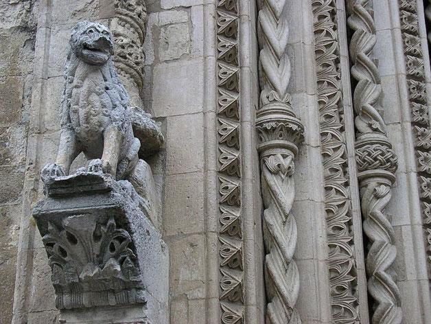 Cattedrale di Larino leone stiloforo del portale