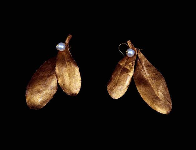 Boucles feuilles de gui, cuivre doré et perles