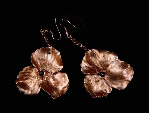 Boucles fleur d'hortensia, cuivre doré et grenats