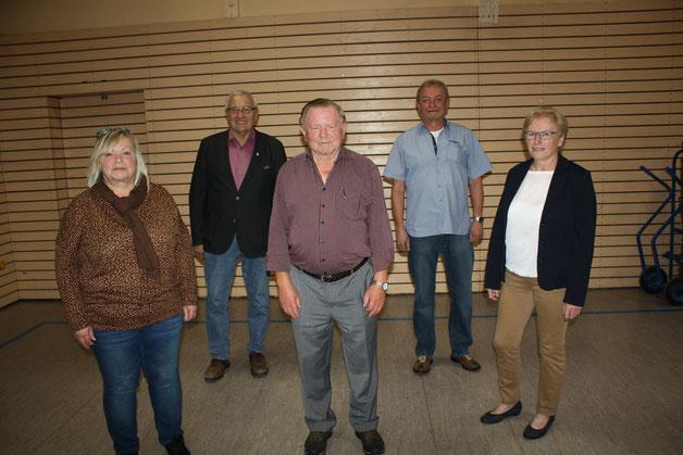 Die anwesenden Geehrten zusammen mit (von links) Vorsitzender Ingrid Sandner: Wieland Findeiß (25 Jahre Mitglied), das neue Ehrenmitglied Manfred Leupold, Karl Heinz Eckardt (40 Jahre) und Irene Gottesmann (50 Jahre).