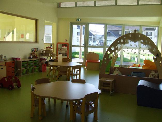 La salle d'activité pour les ateliers d'éveil avec les enfants