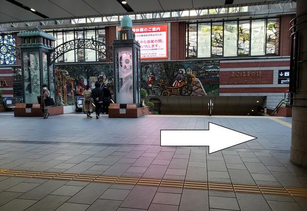 モアーズ横浜入り口のマドロス像