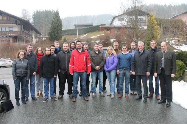 Gruppenfoto nach der Klausurtagung in Gneissen mit MdB Alois Rainer und Bürgermeister Rattenberg Dieter Schröflvon