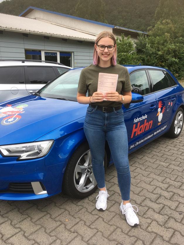 Lenja Schmidt hat am 05.07.2019 in Wertheim die Führerscheinprüfung bestanden