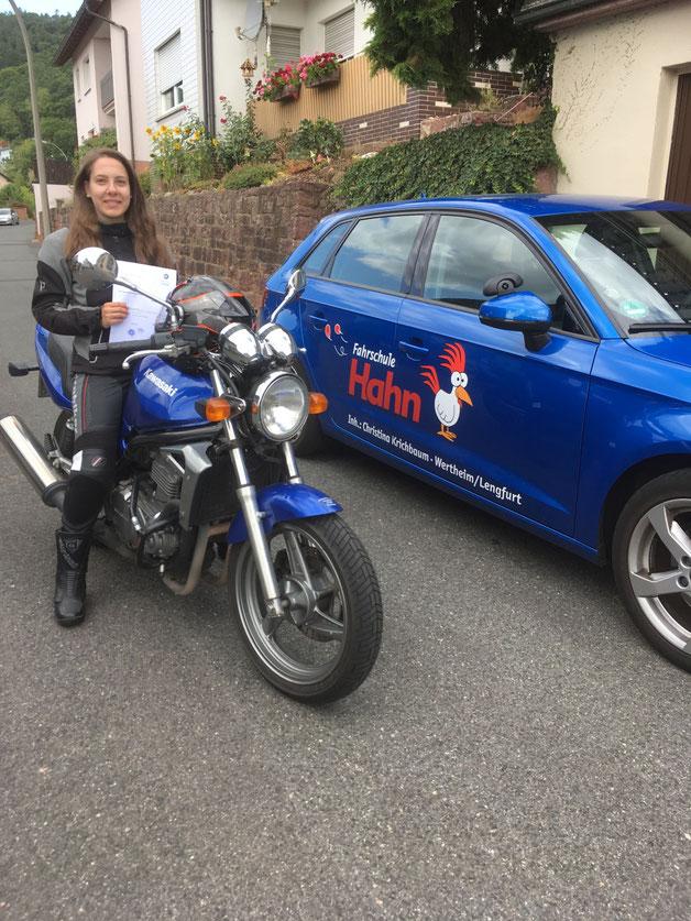 Julia Kern, hat den A2 Motorradführerschein am 31.07.2019 in Wertheim bestanden