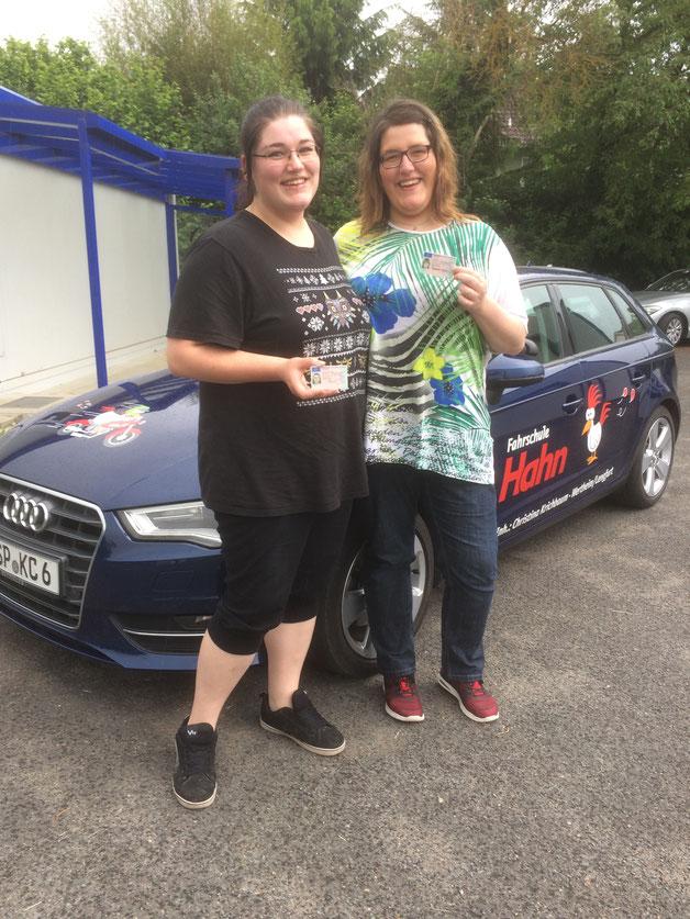 Justine und Vivien Pasbrich, Autoführerschein am 24.05.2017 in Marktheidenfeld