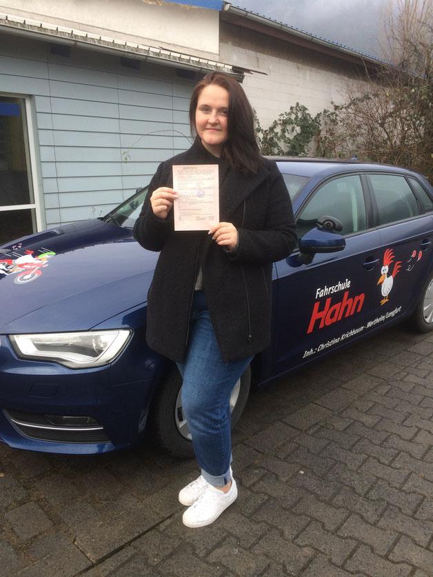 Jasmin Zöller, Autoführerschein am 03.02.2017 in Wertheim