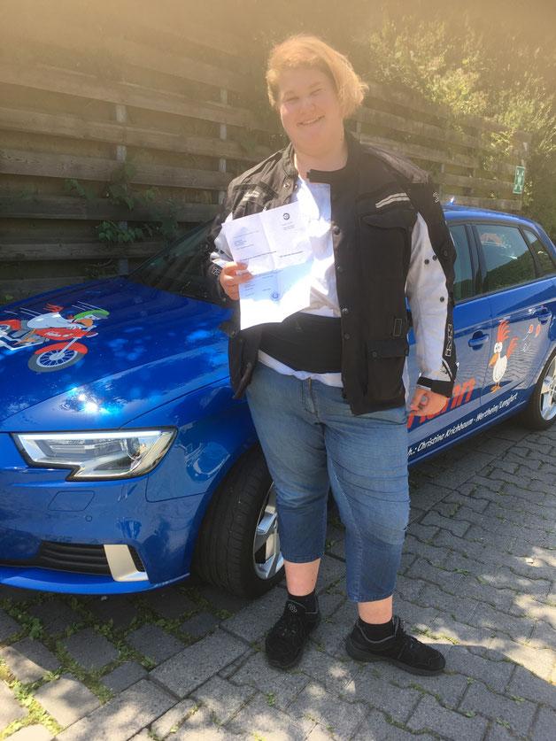 Justine Schmitt hat am 26.06.2019 in Wertheim ihren Führerschein bestanden
