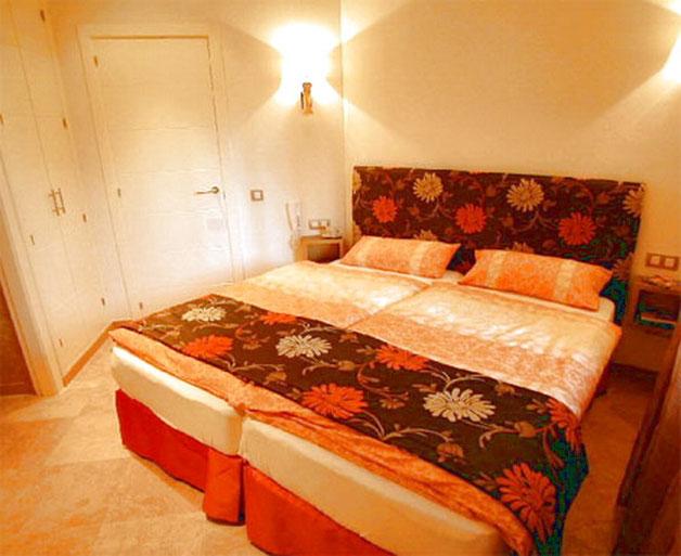 Schlafzimmer mit Doppelbett der ferienwohnung La Marea in Palm auf teneriffa mit Internet