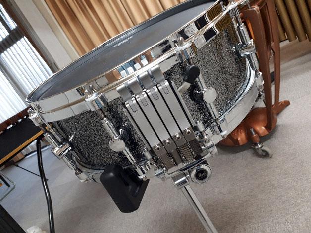 マジェスティックのスネアがあります♪マリンバ(5oct)、シロフォン・ヴィブラフォン・ドラム・ティンパニ(2台)も使用可能!