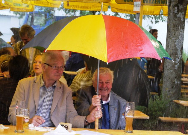 """""""Sommerwetter"""" Auch der heftige Regen tat der guten Stimmung keinen Abbruch"""