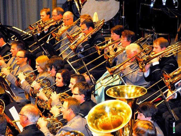 Eine musikalische Wucht Über 110 Musiker aus Reute-Gaisbeuren und Eschen zelebrieren gemeinsam insgesamt vier traditionelle Märsche
