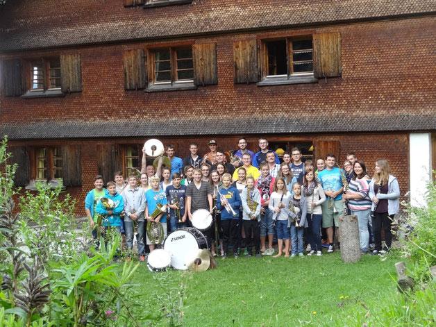 Unsere Jungmusikanten beim Hüttenaufenthalt in Hohenegg 2013