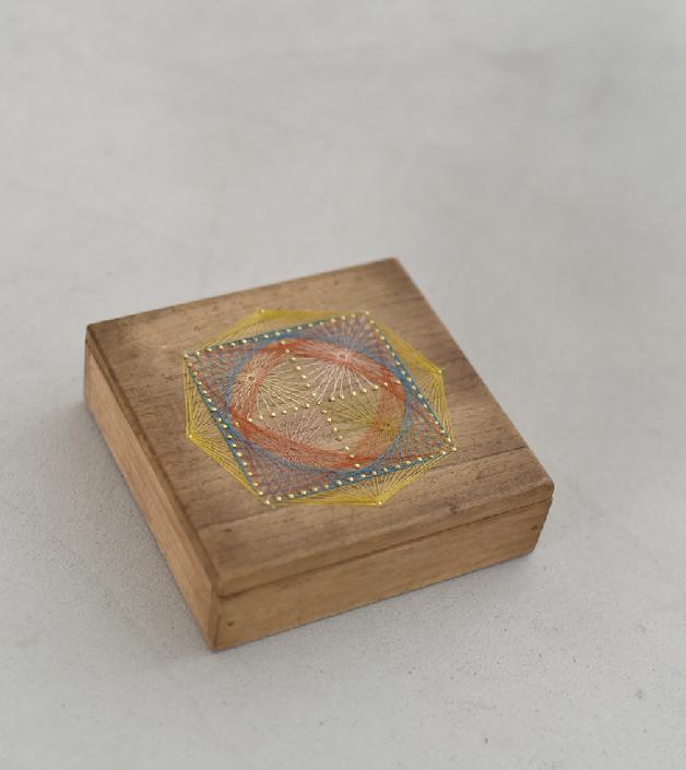 トザキケイコの糸かけ曼荼羅作品