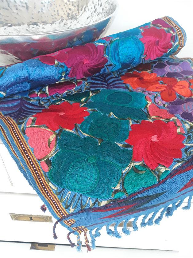 Mexikanische Tischdecke, Tischläufer, Tischdeko, Läufer aus Mexiko, Bestickte Tischdecke, Boho Tischdeko, Boho Tischdecke, Tischdecke blau, türkis, mit Stickerei, Mexikanische Textilien, Boho Textilien, Textilien aus Lateinamerika