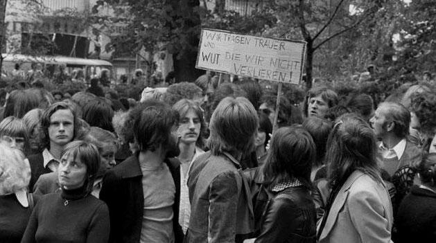 Omkring 6000 deltog i Ulrikes bisættelse i Berlin, den 15. maj 1967
