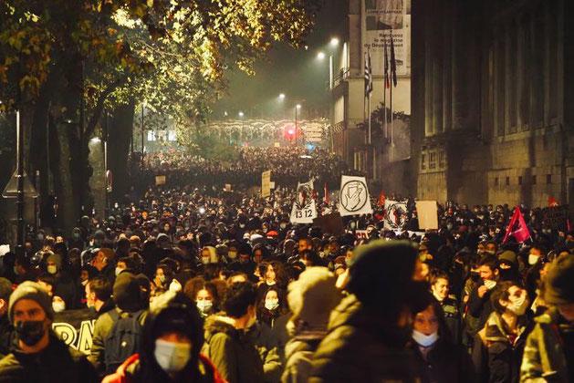 Nantes d. 27. november 2020: Demo for frihedsrettigheder og imod  Macron-regeringens fremsatte nye sikkerhedslove