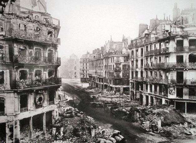 Rue de Rivoli i Paris, efter militærets nedkæmpelse af Pariserkommunen, maj 1871