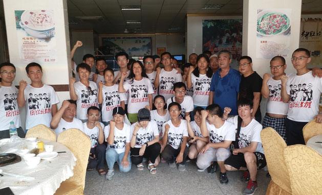 Medlemmer af  svejseteknikfabrikken JiaShi's nydannede fagligt initiativ