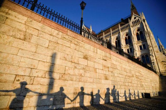 LGBTIQA protesterne foran det ungarske parlament