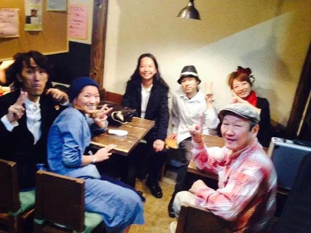 左から カミさん、たけこちゃん、タカさん、Tetsu、Hiromi、シュウサクさん