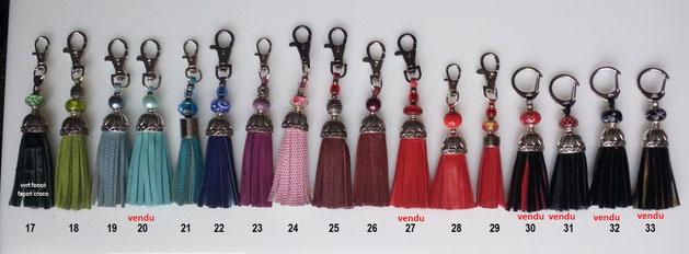 Pompons de collier de chiens - petit modèle - 5.00 € - dimension totale moyenne : 12 cm