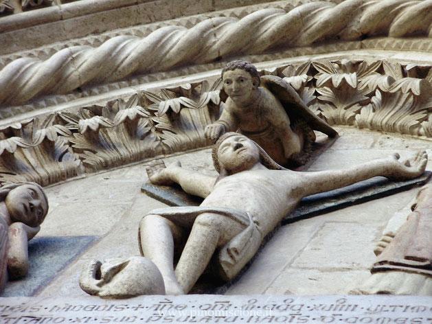 Cattedrale di Larino angelo che incorona il Cristo