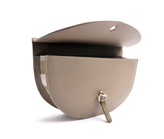 OSTWALD Bags . Finest Couture . Handcrafted Leatherbag . Saddle Bag . Bodybag .taupe olive white