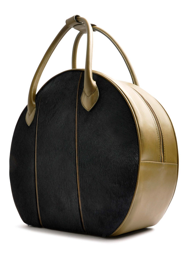 OSTWALD Bags . CIRCLE Bag . olive and blue . leather and calf fur.  Shop online . large everyday bag .  Webshop
