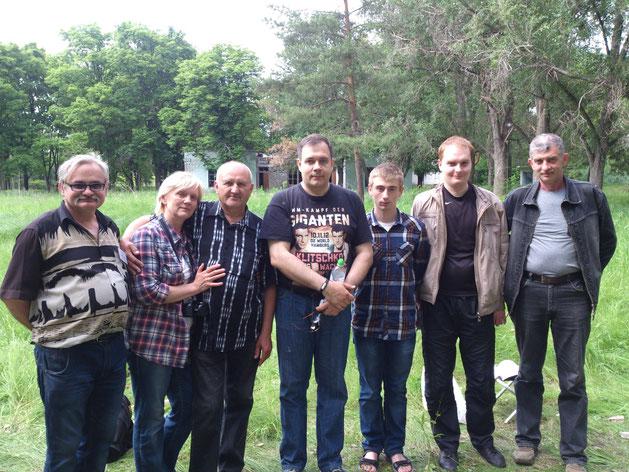 Команда молодости нашей.  Слева – направо: Анатолий UR5EAS, Александр UT9EH с супругой Лидией, Максим UW5EIH, Виктор UW5EJA, Виталий UW5EIN, Виталий US3EN.