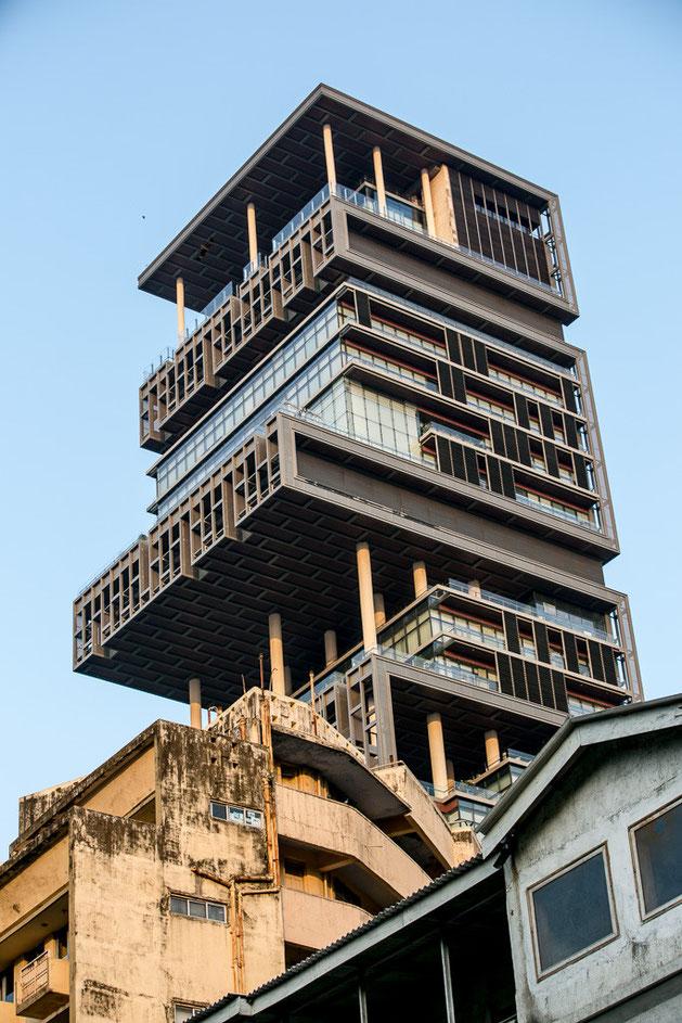 La mansión más cara del mundo: un rascacielos de 27 plantas en medio de la pobreza