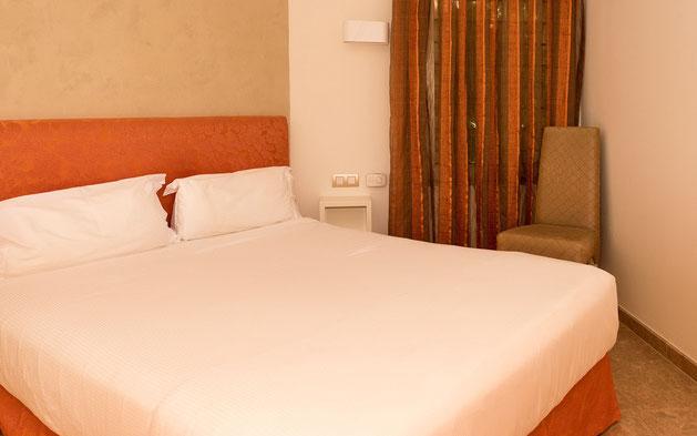 2.Schlafzimmer mit eigenem Bad des Ferienapartments La Marea mit Pool und grosser Sonnenterrasse