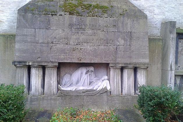 Grabmal auf dem Zwölf-Apostel-Friedhof - Berlin Schöneberg - Rote Insel