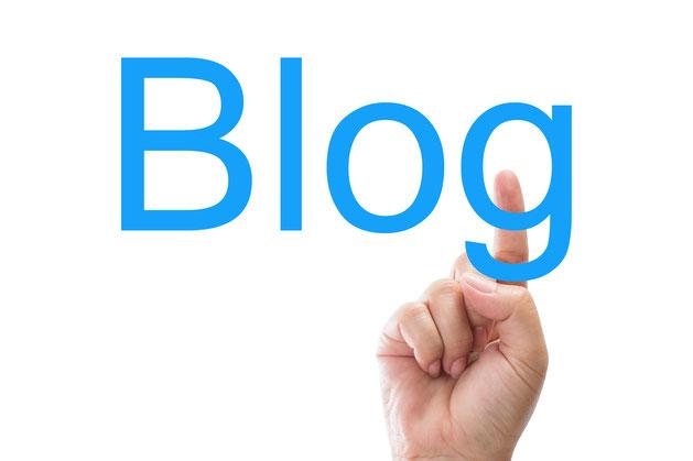 Blog mit erhobenem Zeigefinger