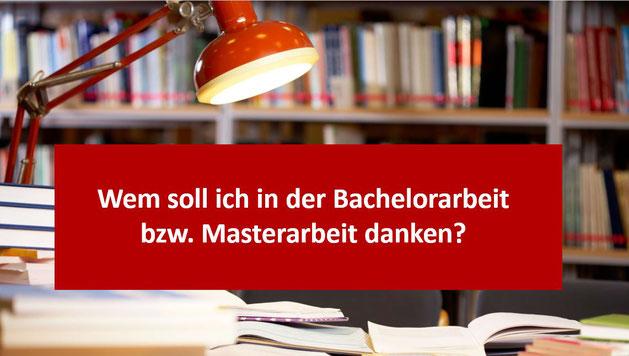 """Schreibtisch mit Büchern und Lampe in der Mitte bezeichnet Wem soll ich in der Bachelorarbeit bzw. Masterarbeit danken?"""""""