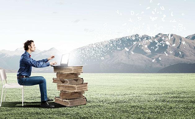 mann mit laptop, von dem buchstaben wegfliegen