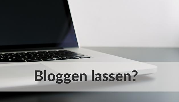 """Aufgeklappter Laptop und Text """"Bloggen lassen?"""""""