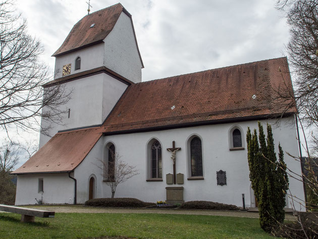 Die katholische Kirche in Gösslingen vom Pfarrhaus aus gesehen
