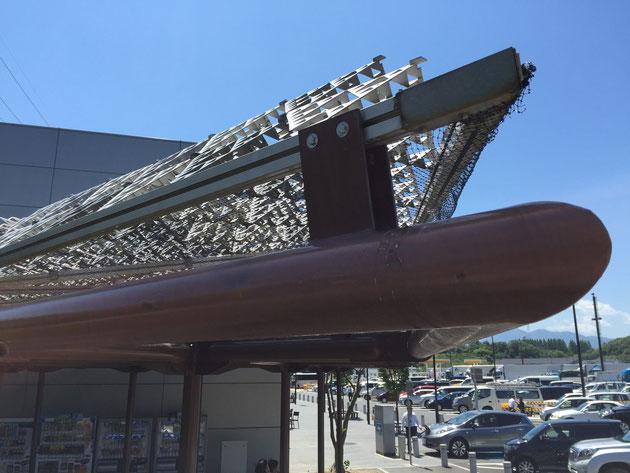 こんな構造のパーゴラ屋根は今まで見たことがありませんでした