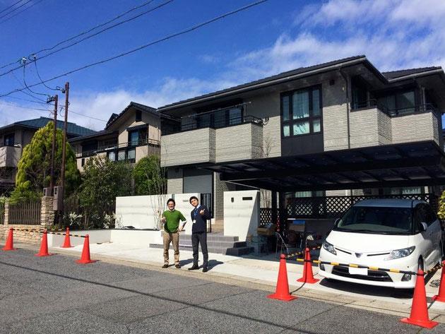 エクステリア・お庭の現場見学会を名古屋市名東区で開催させていただきました!!写真は柴垣と、応援で駆けつけてくれた問屋さんの三富、酒井さん。おやすみの日にありがとうございました!
