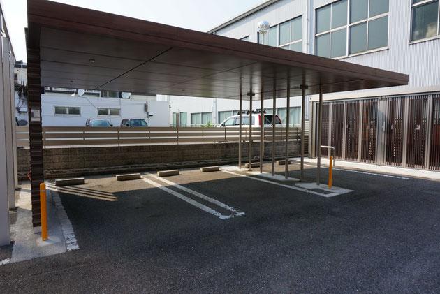 プラスGカールーフタイプの駐車スペース。