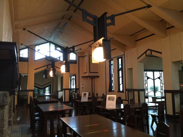 フランク・ロイド・ライト設計、自由学園明日館の食堂。素晴らしすぎる!大感動しました!!!