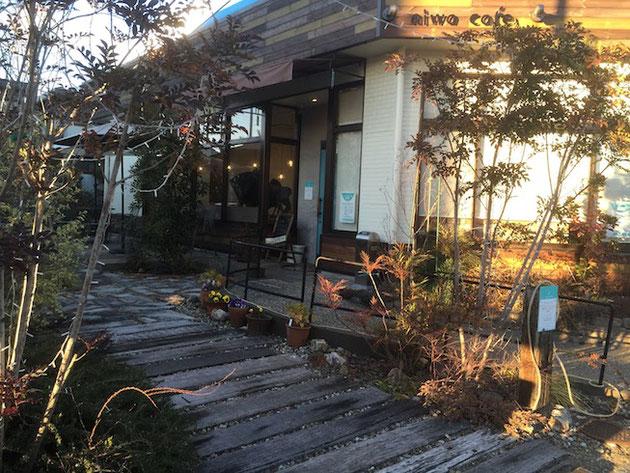 庭カフェさんの外観。夕方に訪れました。