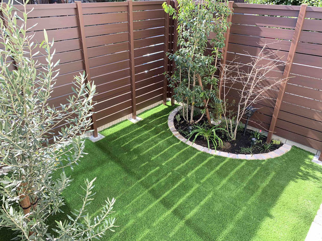 After  植栽スペースを大幅に減らしたが花壇にしたことによって緑の塊のような雰囲気になるように心がけた