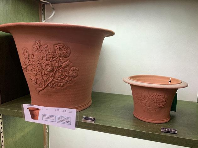 ウイッチフォードの植木鉢。素敵な模様が施されている。