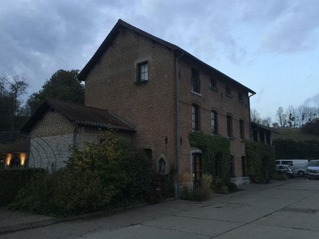 一見普通のベルギーらしいレンガ作りのお家。ここがミシュラン星付きレストランだった!!!