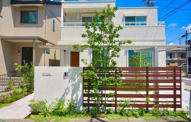 名古屋市西区のトヨタホームさんに合う緑の素敵なシンプルモダンエクステリア!