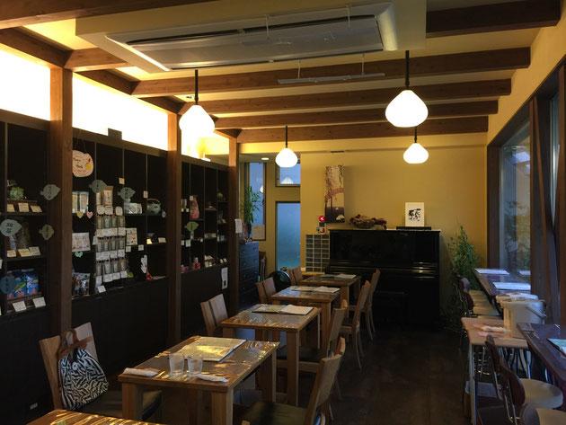 茶縁さんの店内。落ち着いた素敵な和の雰囲気だ。