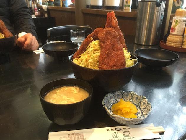 ソースかつと海老フライのミックス丼だ!凄いボリュームだ!!!