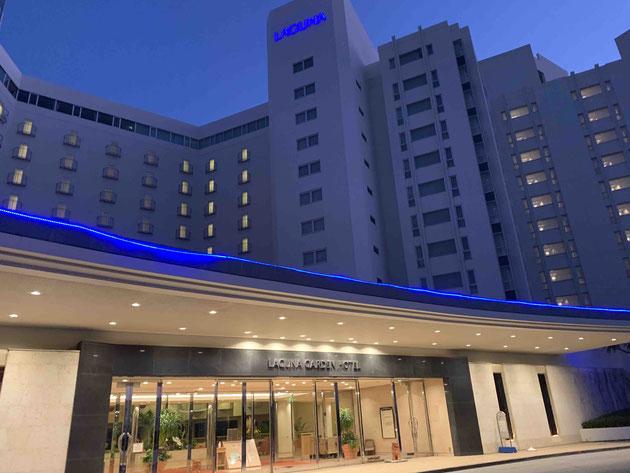 ラグナガーデンホテルには夜にチェックイン!青色LED証明のライトアップが素敵。